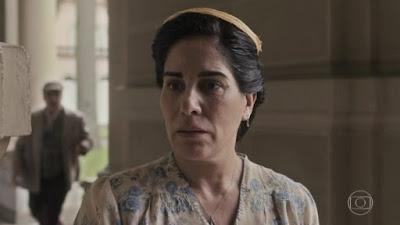 Traída e revoltada, Lola vai atrás da amante de Julio em Éramos Seis