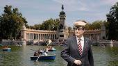 Artur Mas en el lago del Retiro