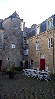 photo avec une grande maison pour parler du logement en France