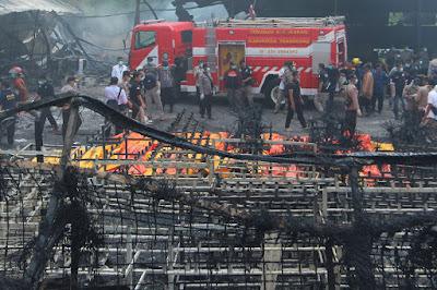 Sobe para 47 número de mortos em incêndio em fábrica na Indonésia