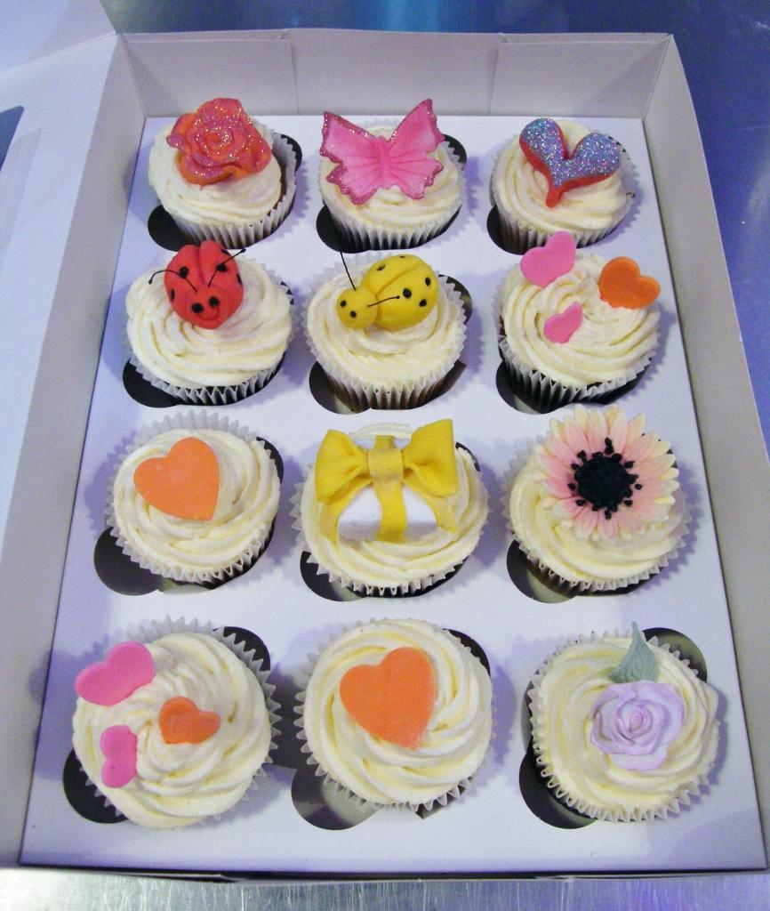 Cupcake Home Decor: Cupcake Decorating Class