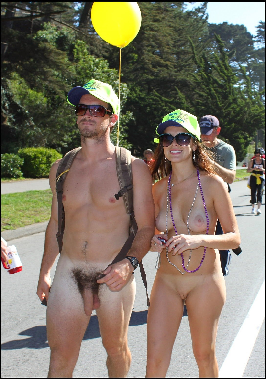 Nudism - Photo - HQ : Naked parade - girls and man