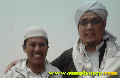 SWA FOTO :  Biar tidak dibilang HOAX , saya pun berfoto diri berdua  bersama Habib Iskandar Alqadrie, ketua Front Pembela Islam (FPI) Provinsi Kalimantan Barat     Foto Asep Haryono