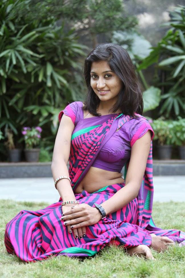 Hot South Indian Woman in Saree 16 Photos