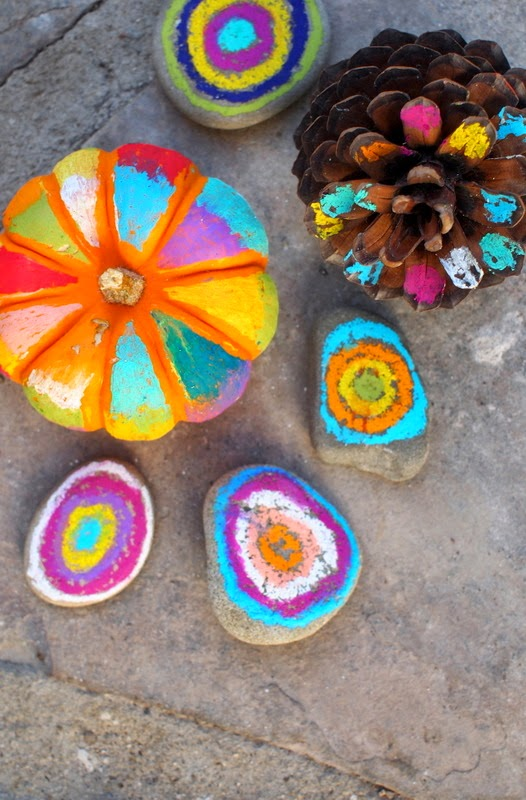 easy colorful Halloween artwork- no carve pumpkins, colorful rocks, and colorful pine cones
