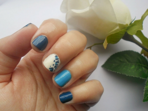 Simple Blue Nail Art