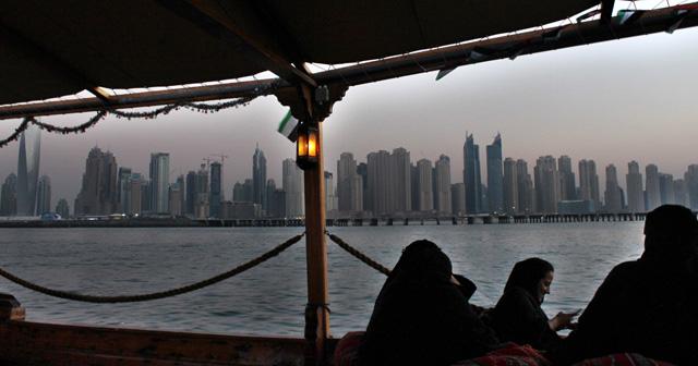 Vista del skyline de Dubai Marina desde el golfo Pérsico