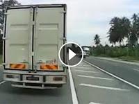 Video: Masyarakat Malaysia Marah, Mobil Box Tak Mau Minggir Saat Di Belakangya ada Ambulans
