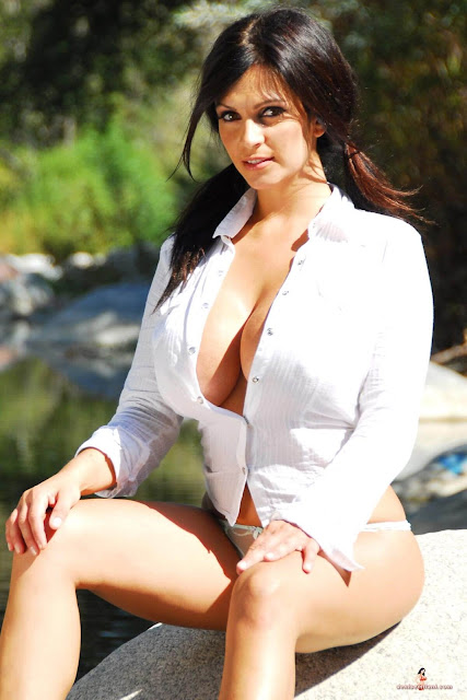 hot-sexy-Denise-Milani-Bear-Creek-picture-3