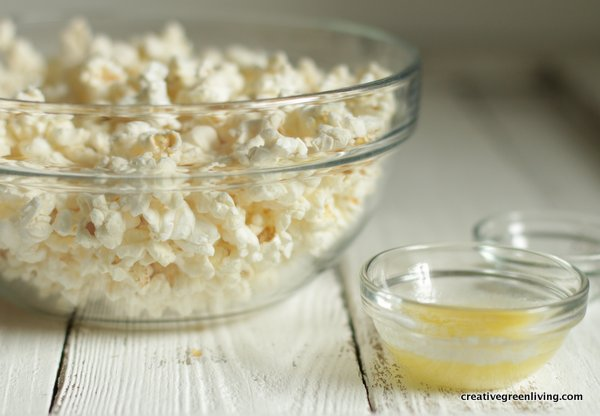 How to make homemade popcorn in the microwave