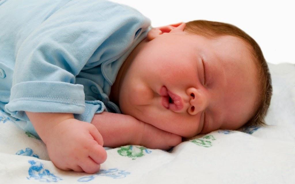 Download gratis gambar bayi lucu 4 minggu
