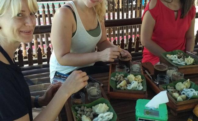www.xvlor.com Pak Rohmat Menoreh Coffee Shop in authentic Javanese culture dish