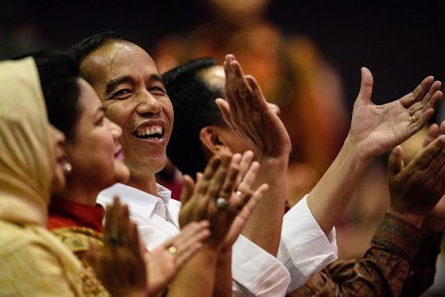 Jokowi dan Iriana Ramaikan Karnaval Kemerdekaan di Bandung
