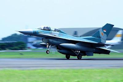 Pesawat F-16D TNI AU (photo : TNI AU)