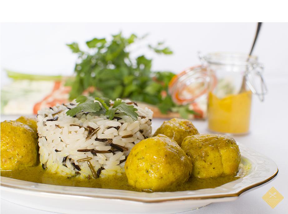 albóndigas salsa de almendras y curry