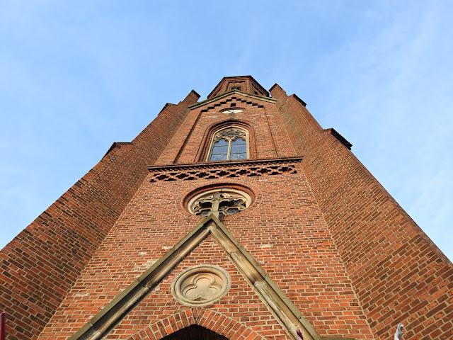 Kościół w Lubniewicach wybudowany jest z cegły