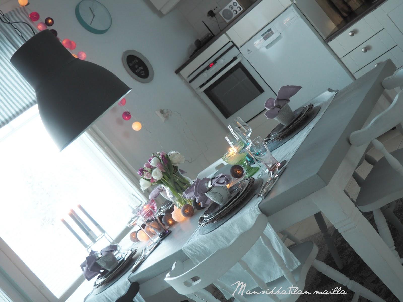 Mansikkatilan mailla Keväinen keittiö ja kattaus  lehdessä!