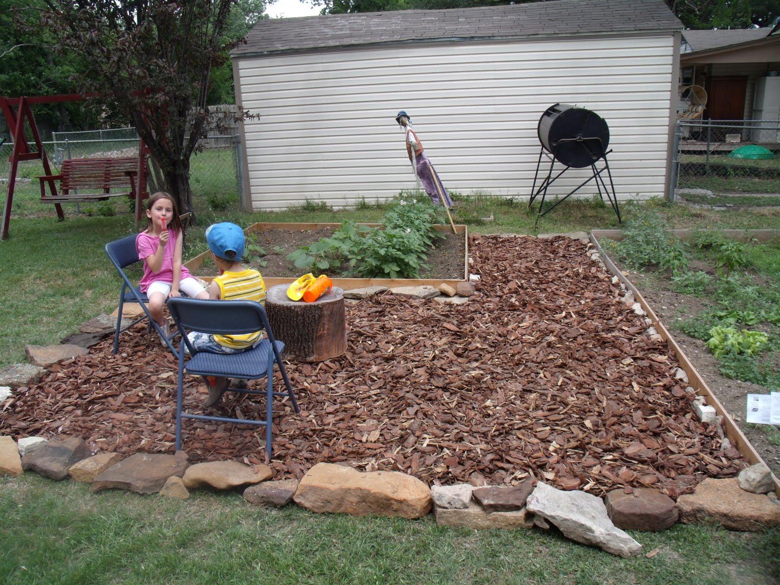 Backyard makeover on a budget - One Mama's Daily Drama on Backyard Patio Makeover id=26740