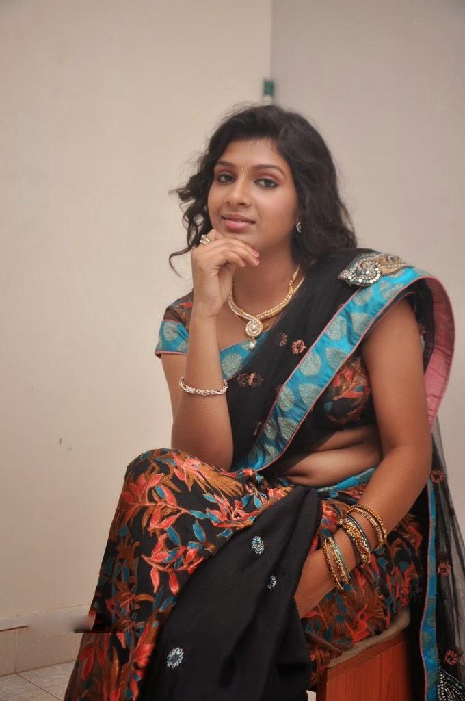 kerala mallu aunty real house wife sravya hot saree pallu ...