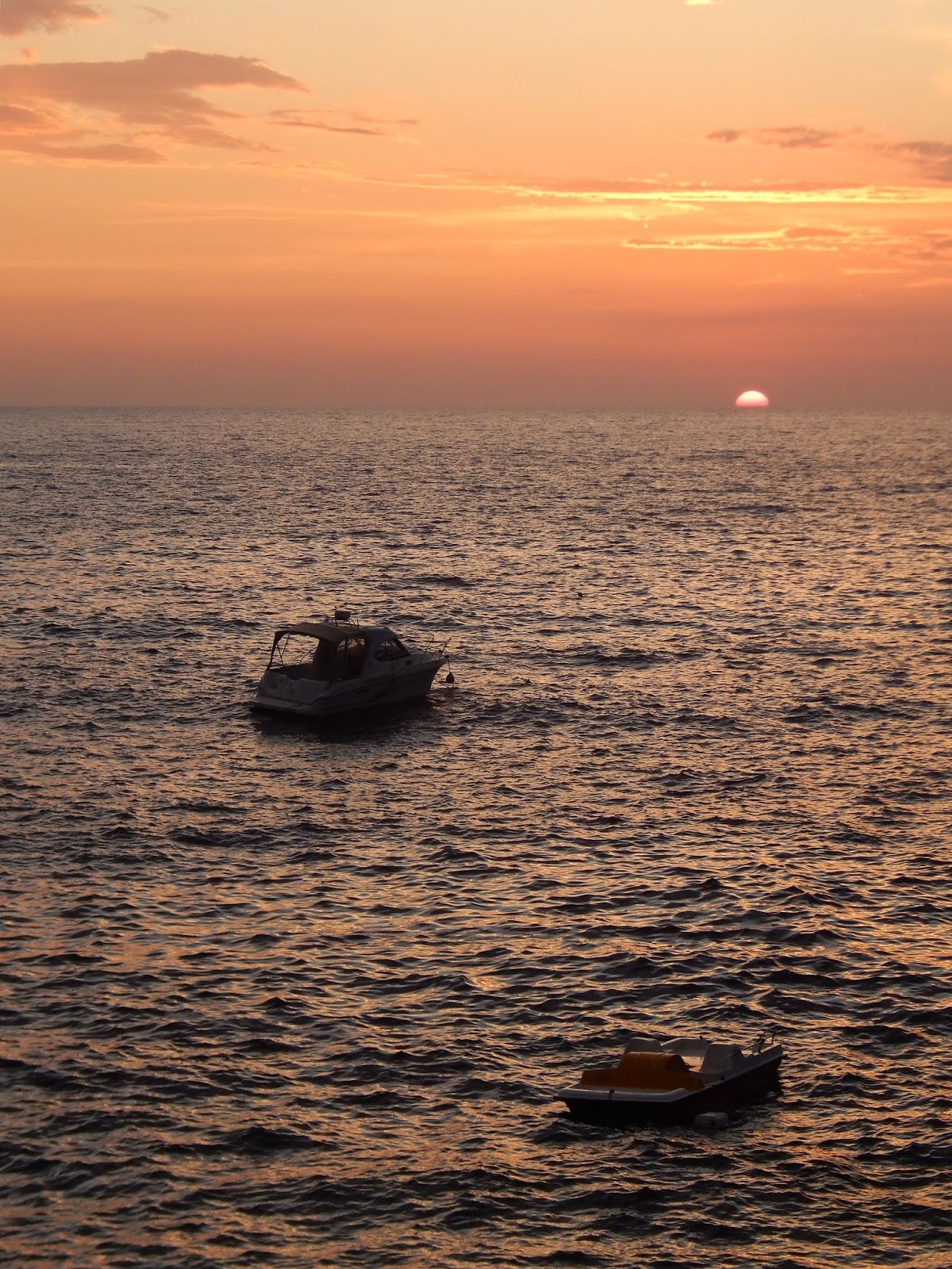 loďka při západu slunce Černá Hora