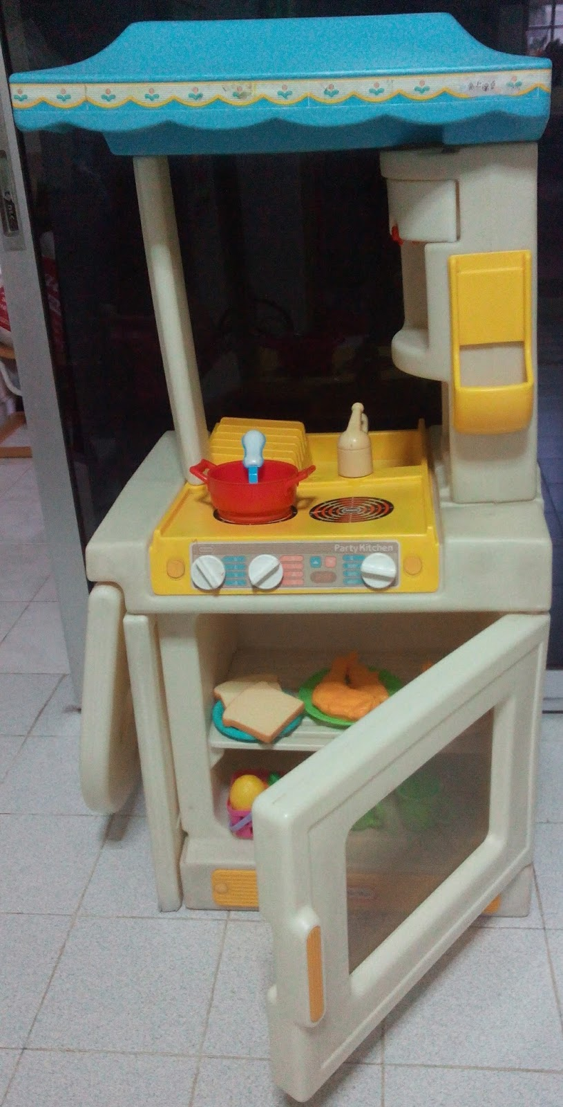 Toy Kitchen Utensils And Food Included As Per Pics Not For Fussy Ers Noticeable Wear Tear Signs Missing Play Phone