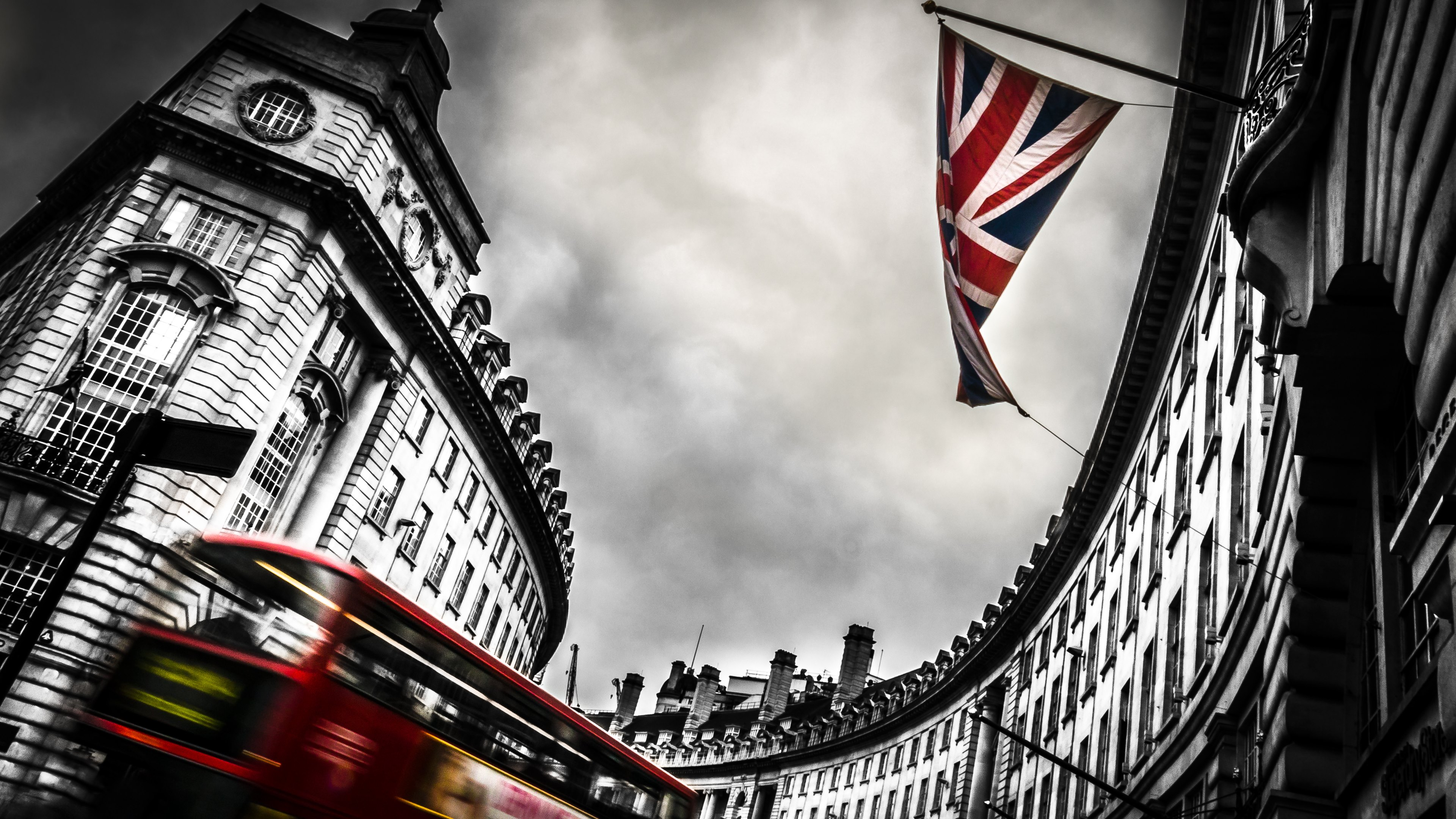 London Bus And England Flag Hd Wallpapers 4k
