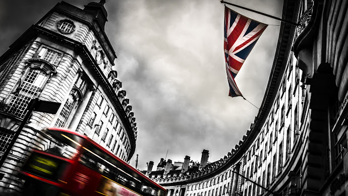 Wallpaper: London Bus and England Flag
