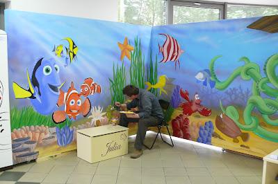 Artystyczne malarstwo ścienne, ozdabianie ściany poprzez malowanie motywu graficznego.