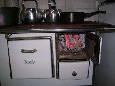 como-fazer-fogo-no-fogao-a-lenha-blog-cantinho-ju-tavares