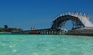 http://www.teluklove.com/2017/04/destinasti-objek-wisata-jembatan-cinta.html