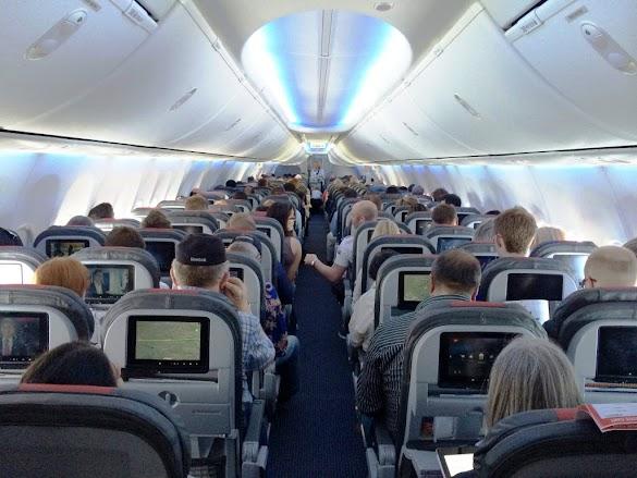 Pengalaman Melihat Penumpang Pesawat Udara Attitude Buruk Saat Naik Membuat Penumpang Lain Jengkel Dan Menyebalkan
