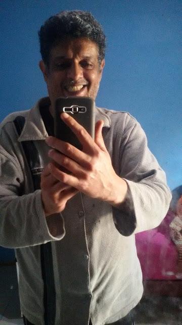 Foto tirada com a câmera traseira do  Galaxy Gran 2 Duos TV diante do espelho