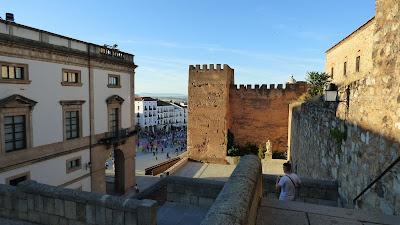 Vista de la Plaza Mayor, Torre de los Pulpitos y parte del Ayuntamiento