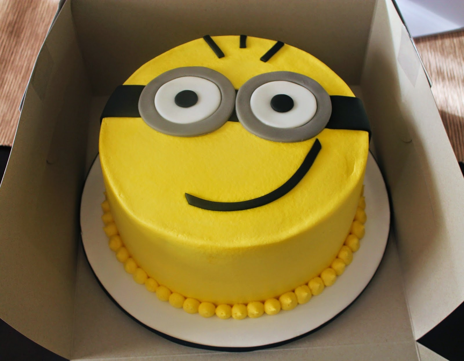Creative Cakes By Lynn Minion Cake And Cupcakes