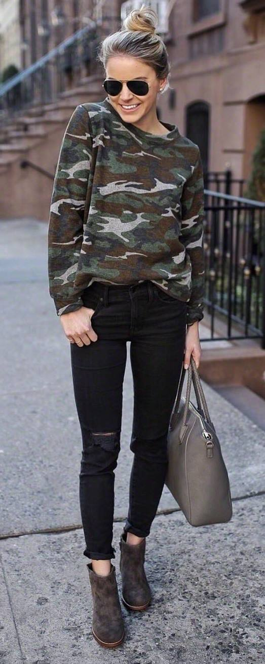 how to style a khaki sweatshirt : bag + black rips + boots
