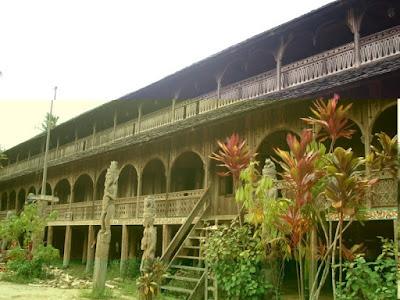 Rumah Adat Panjang , Rumah Adat Kalimantan Barat