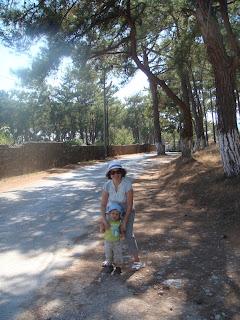 Akyaka ile iç içe ormanlık alanda gezinirken