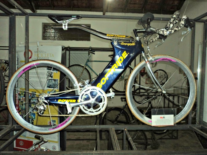 Softride: Bicicleta da Triatleta Fernanda Keller, no Museu da Bicicleta de Joinville