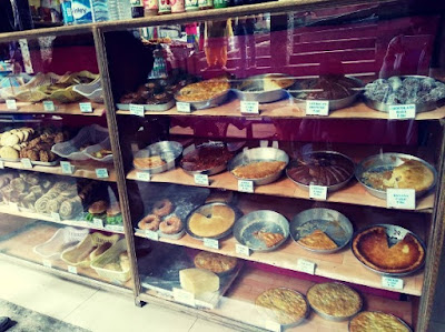 pies and pastries in manali, Best places to eat in Manali, Where to Eat in Manali,