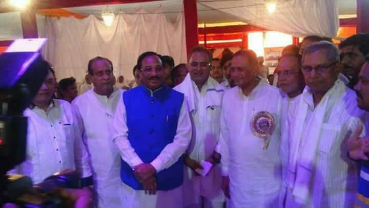 Congress-leaders-including-MP-function-in-the-rishabhbabaji-to-kamali-सांसद भूरिया सहित कांग्रेस नेताओं ने ऋषभबाबजी को कामली ओढाई