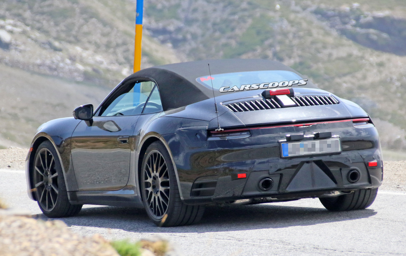 sun s out guns out next porsche 911 cabrio spied hot weather testing. Black Bedroom Furniture Sets. Home Design Ideas