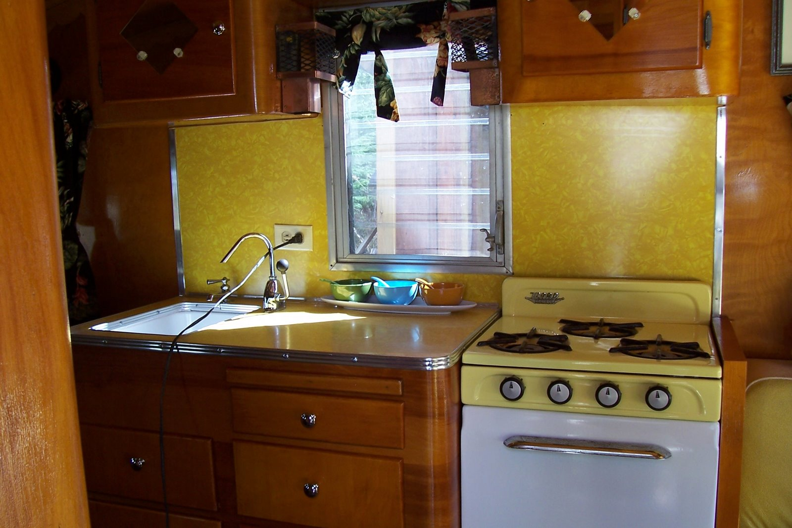This Trailer Had The Original Dinette Seats Appliances Vinyl Flooring And Crushed Ice Yellow Formica Counter Backsplash Table