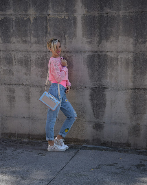 pink outfit borsa a forma di radio accessorize scarpe sneakers con plateau pink outfit how to wear pink how to combine pink mariafelicia magno fashion blogger color block by felym fashion bloggers italy italian web influencer october outfits autumn outfit