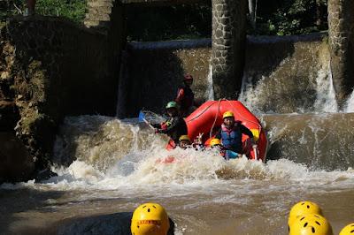 Paket (Rafting ) Arung Jeram Bogor