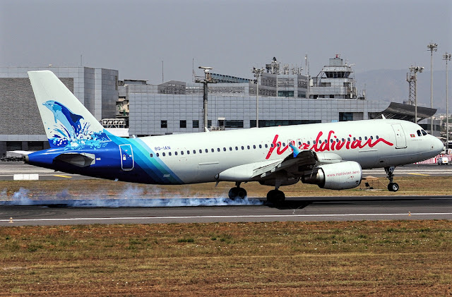 Maldivian Airlines Airbus A320-200 Touch Down Runway