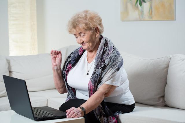 Grandparents, Social Media, Smartphone, Seniors, Technology, Children