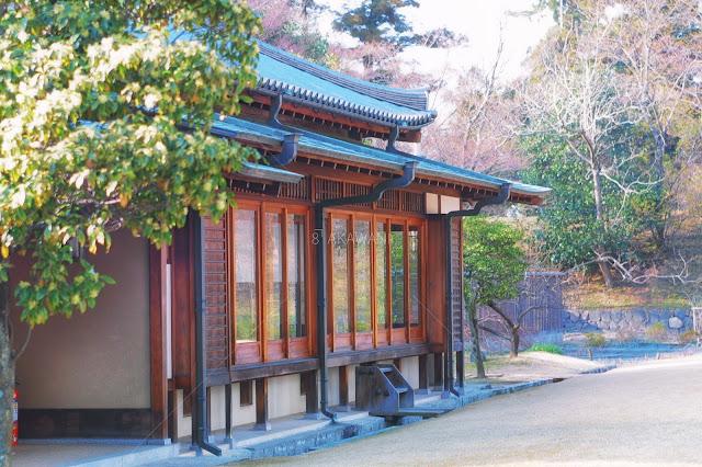 東大寺 しころ建ての房 銅雨樋 納まり