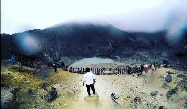 6. Gunung Tangkuban Perahu - Jawa Barat