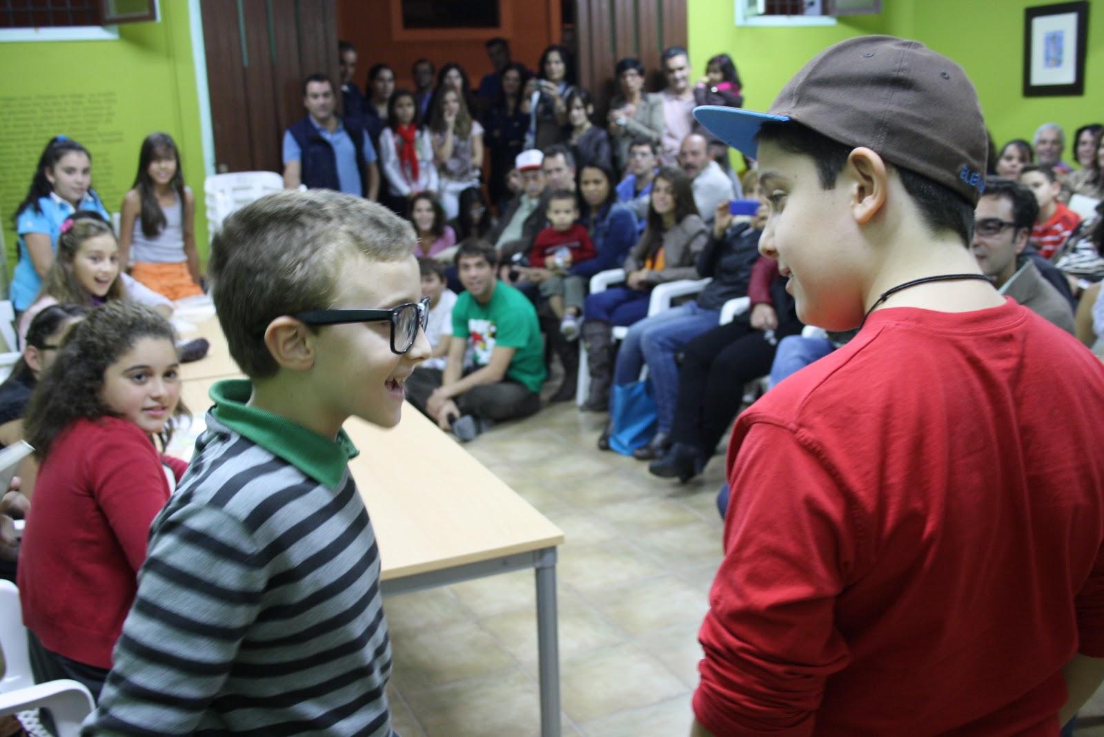 "Niño Asustado Gritando: Biblioteca Municipal De Teatro Antonio Abdo: ""La"