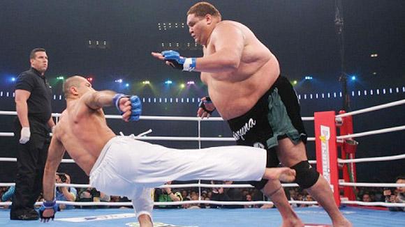 http://4.bp.blogspot.com/-sCtKvd3_6fw/UTp3T_yfwzI/AAAAAAAACLc/jEnxNO9xPbY/s640/Royce-Gracie-UFC-1.jpg